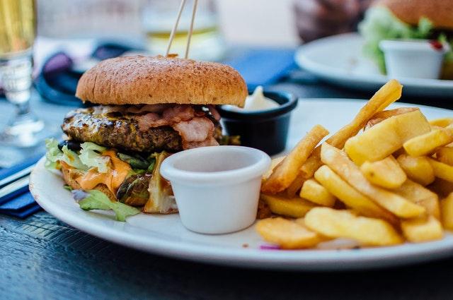 """طبق بیانات استادیار دانشگاهاورگن این بیماری همه گیر است و عامل اصلی آن پیروی از """"رژیم غذایی غربی"""" است که سرشار از چربی های اشباع شده و قندهای تصفیه شده است ولی باکتری های روده نقش مهم تری در تعدیل رژیم غذایی دارند."""